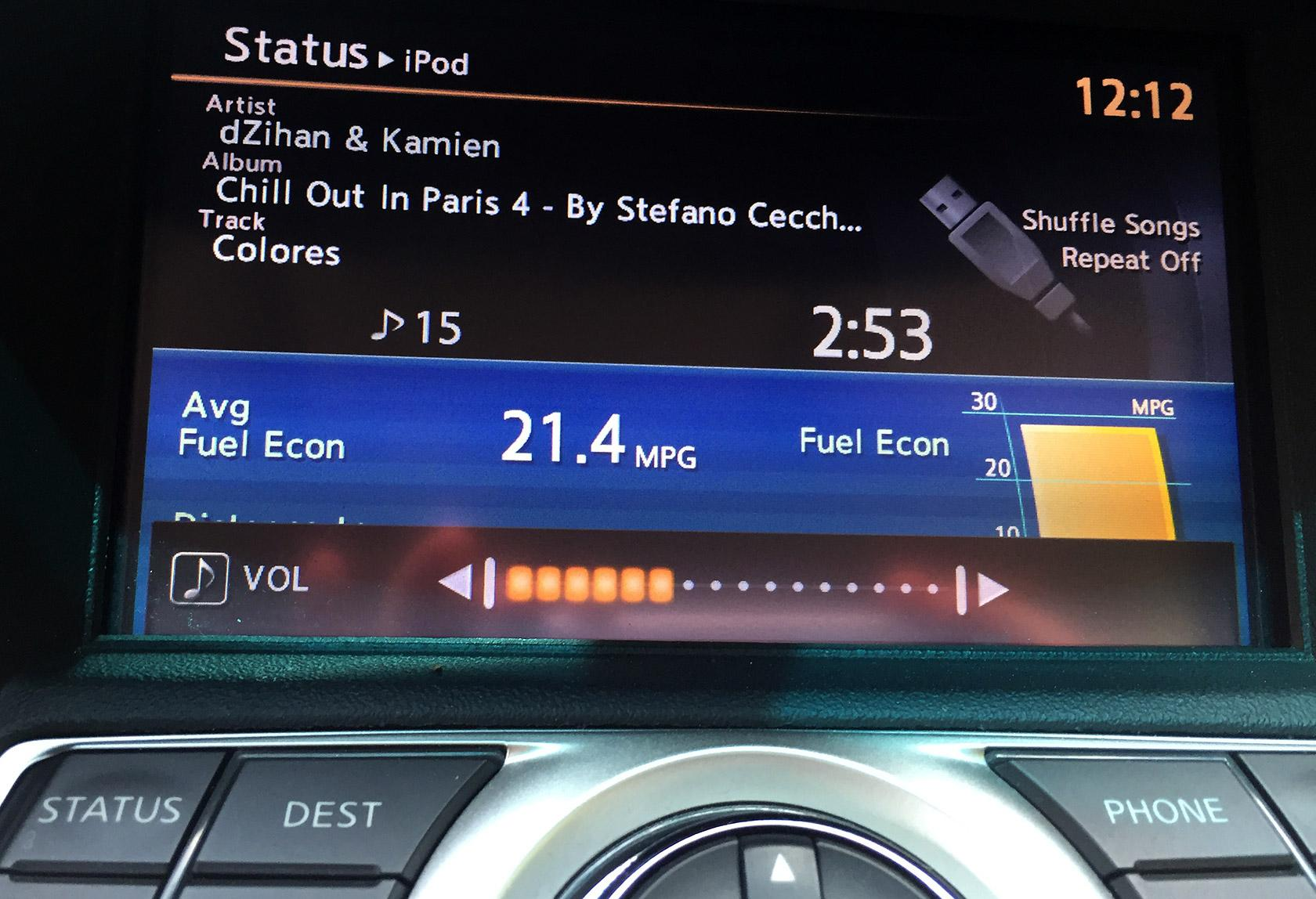 Car dashboard screen with visual feedback demonstrating a UX design principle