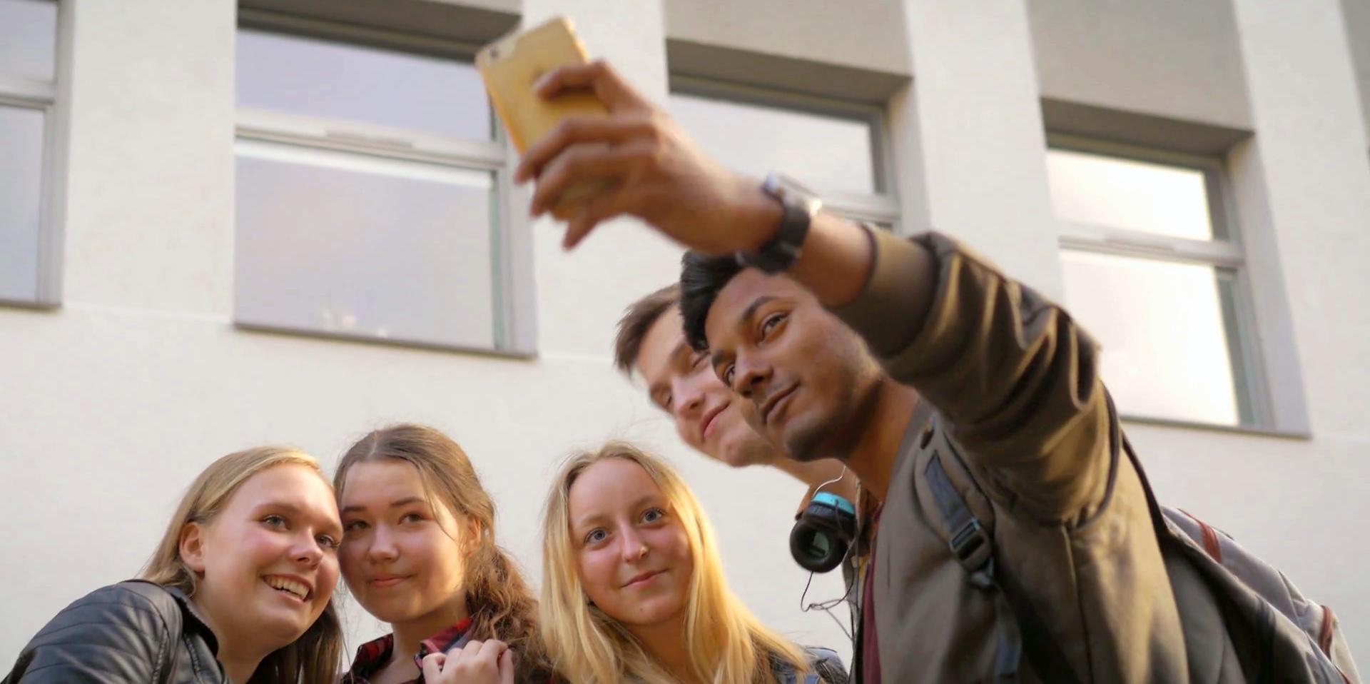 Desain UX seluler yang cermat akan mengikuti praktik terbaik pengalaman pengguna seluler.