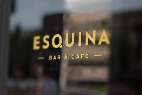 Esquina, bar à Café